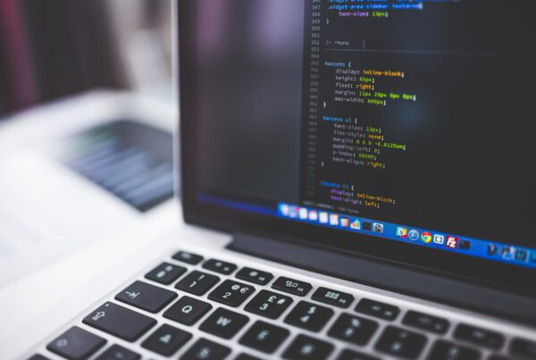 In Vier Stappen naar Professionele Marketing: Slimme Websiteontwikkeling